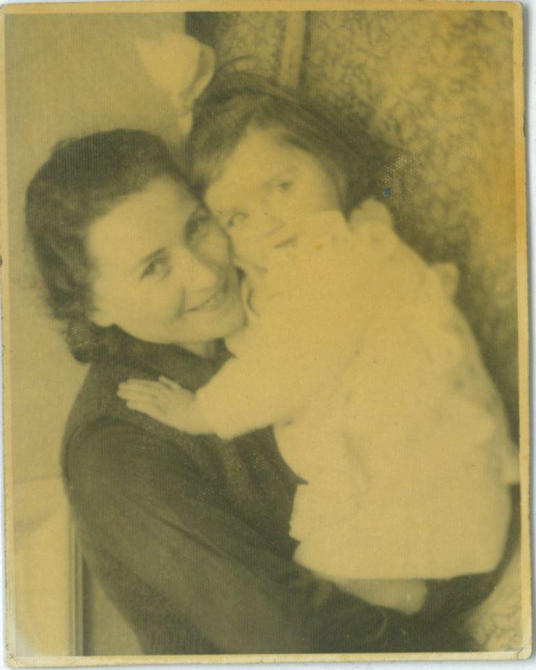 Elzbieta Gutowska-Niedziałek z matką Heleną Stawiską