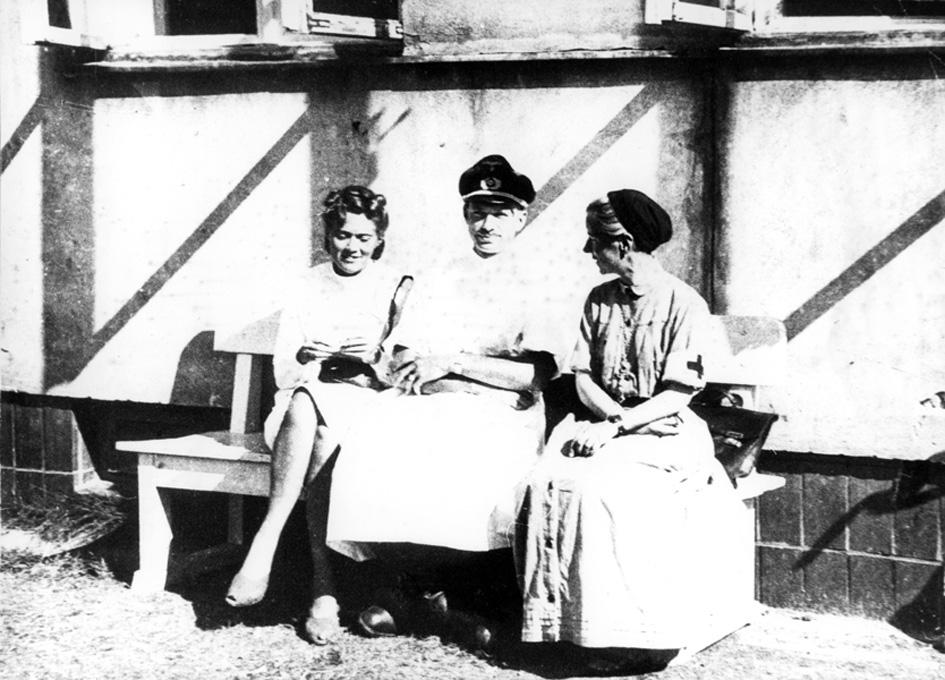 Członkowie Komisji Lekarskiej: Kazimiera Drescher (z lewej), Stabsarzt Peter Klenner (w środku), urszulanka s. Alicja Tyszkiewicz (z prawej).